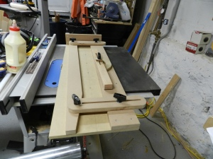 Completed tapering jig ready to adjust to the needs of your work.