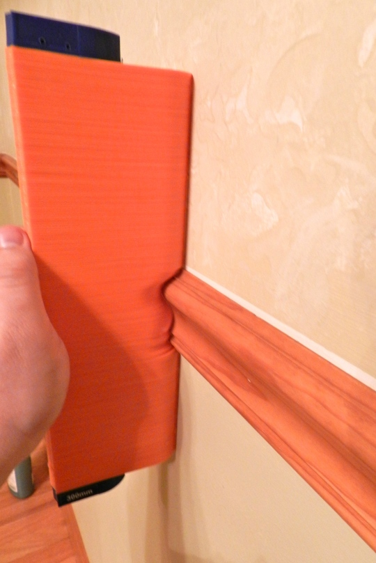 Molding Comb Capturing a Chair Rail Profile