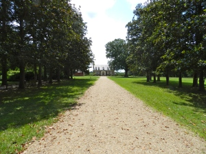 Approaching Gunston Hall